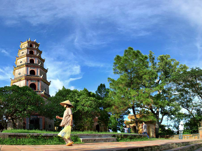 A beautiful photo about Thien Mu pagoda